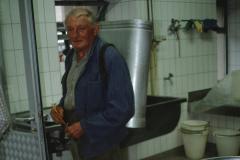 Käserei Bettswil, Fritz Walder mit Milchtause