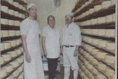 Jubiläum 100 Jahre Käsereigenossenschaft Kleinbäretswil, vlnr Dominik Schmidt (Sohn), Marianne und Karl Schmidt