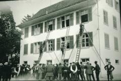 Feuerwehrübung beim Schulhaus Adetswil