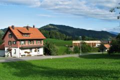 Käserei Kleinbäretswil, im Hintergrund neue Remiseim Bau, Liegenschaft Köbi Brunner