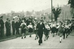 Bahneinweihung 1947, Harmonikaorchester mit Vater Nyffeler