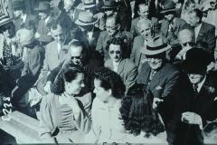 Schulhauseinweihung Dorf 1952, rt C.-E.Spörri mit Dr.med.Max Haegi, Rüti, hinten Ernst Stutz