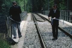 Brückeneinweihung, DVZO-Präsident Hugo Wenger durchschneidet das Band