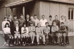 Realschule 1966, Klassenfoto vor der Baracke, vorne lk Andreas Egli
