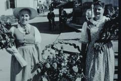 Frau Meyer-Walder, Frau Kirsch, Schulhauseinweihung