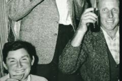 Henri Fenner, Frau Fenner, Walter Amacher in der Schulwohnung Bettswil
