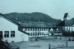 Primarschulhaus & Turnhalle (Stemmbalken)