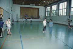 Schulhaus Dorf Turnhalle mit Bühne