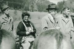 Frau Amacher, Rieser, Ernst Graf,  Viehprämierung