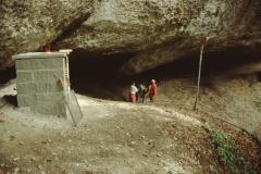 Täuferhöhle mit neuer Feuerstelle