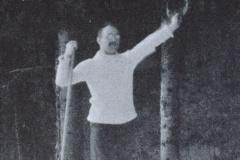Dr. Lötscher, er war einer der ersten Skifahrer in Bäretswil. Damals genügte 1 Stock