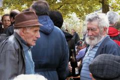Treffen der Bäretswiler Oldtimer-Freunde, Fachgespräch. rechts Hans Egli (dä Ghöchler)