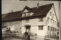 Rest. Pilatusblick resp. Walder, vorne Gemeinderat Ernst und Bertha Walder mit Tochter Hanni und Söhnchen Fritz