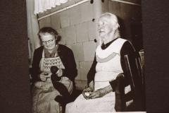 Wirtsstube Wirtschaft Walder, Emma Walder und Frau Reiser (Nachbarin)