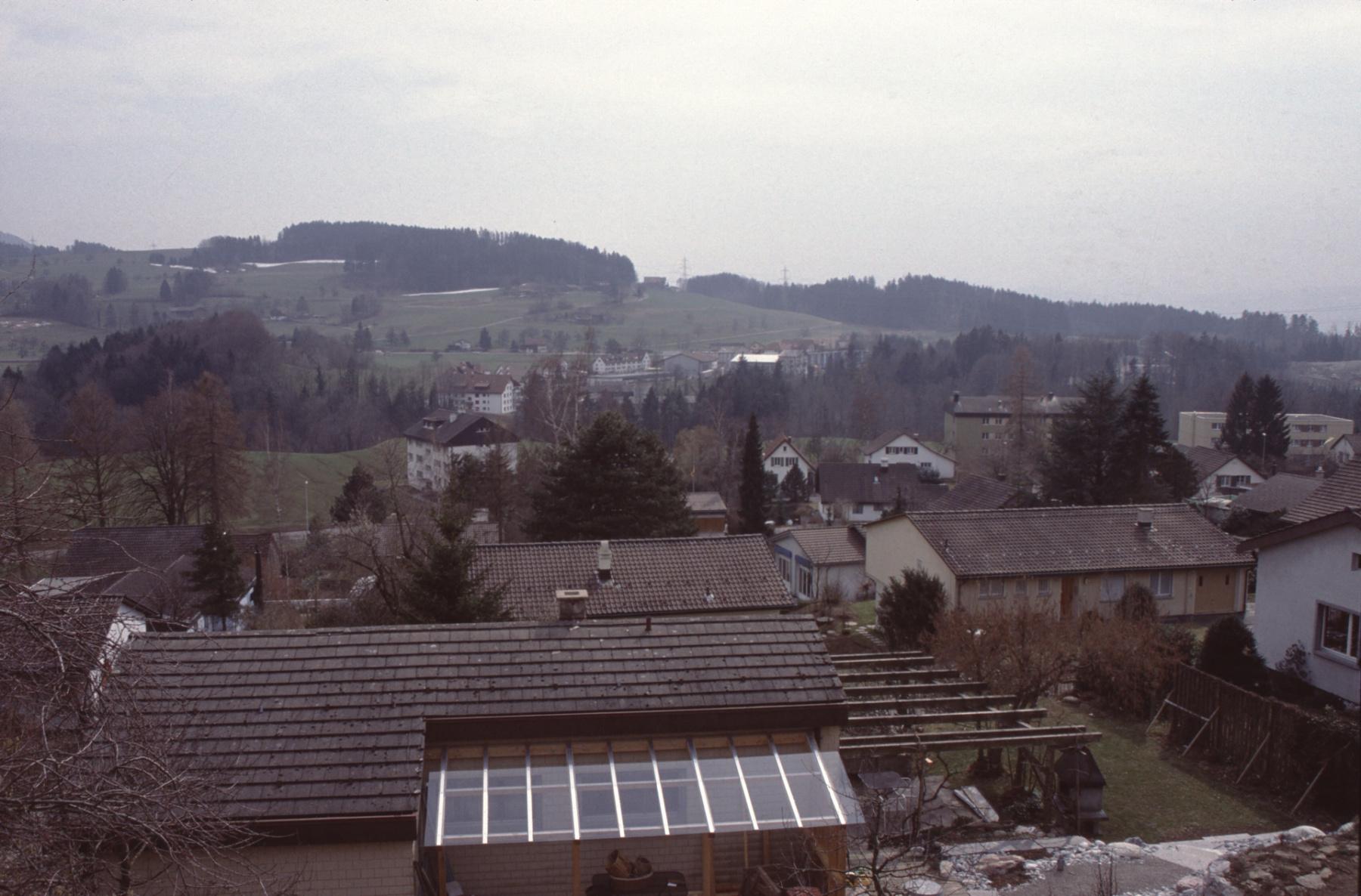 Blick Haus Glärnischstr 23, Balkon, Rtg Rigistr, Schürli, Hinterberg