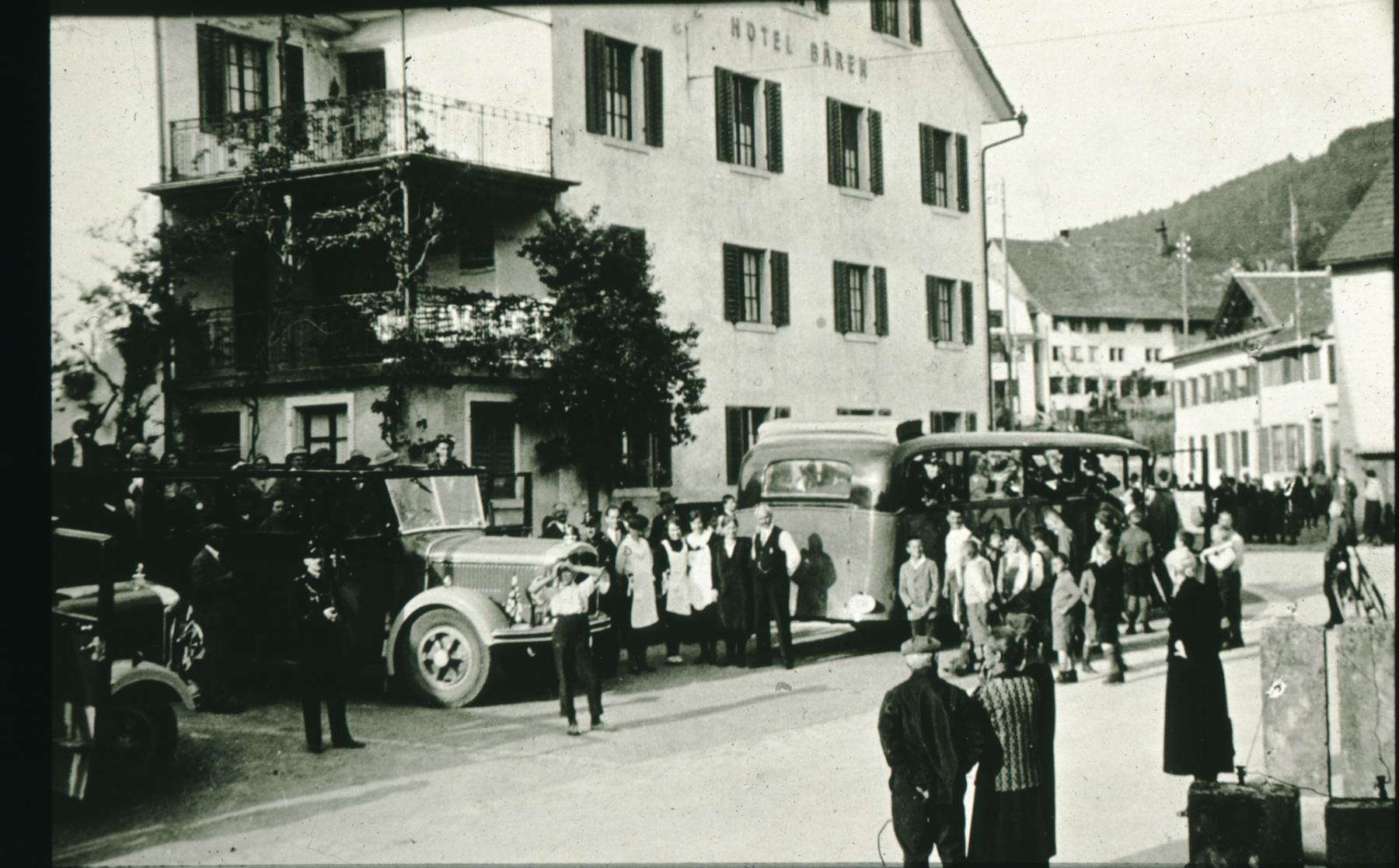 Dorfplatz + Bären mit Grossanlass