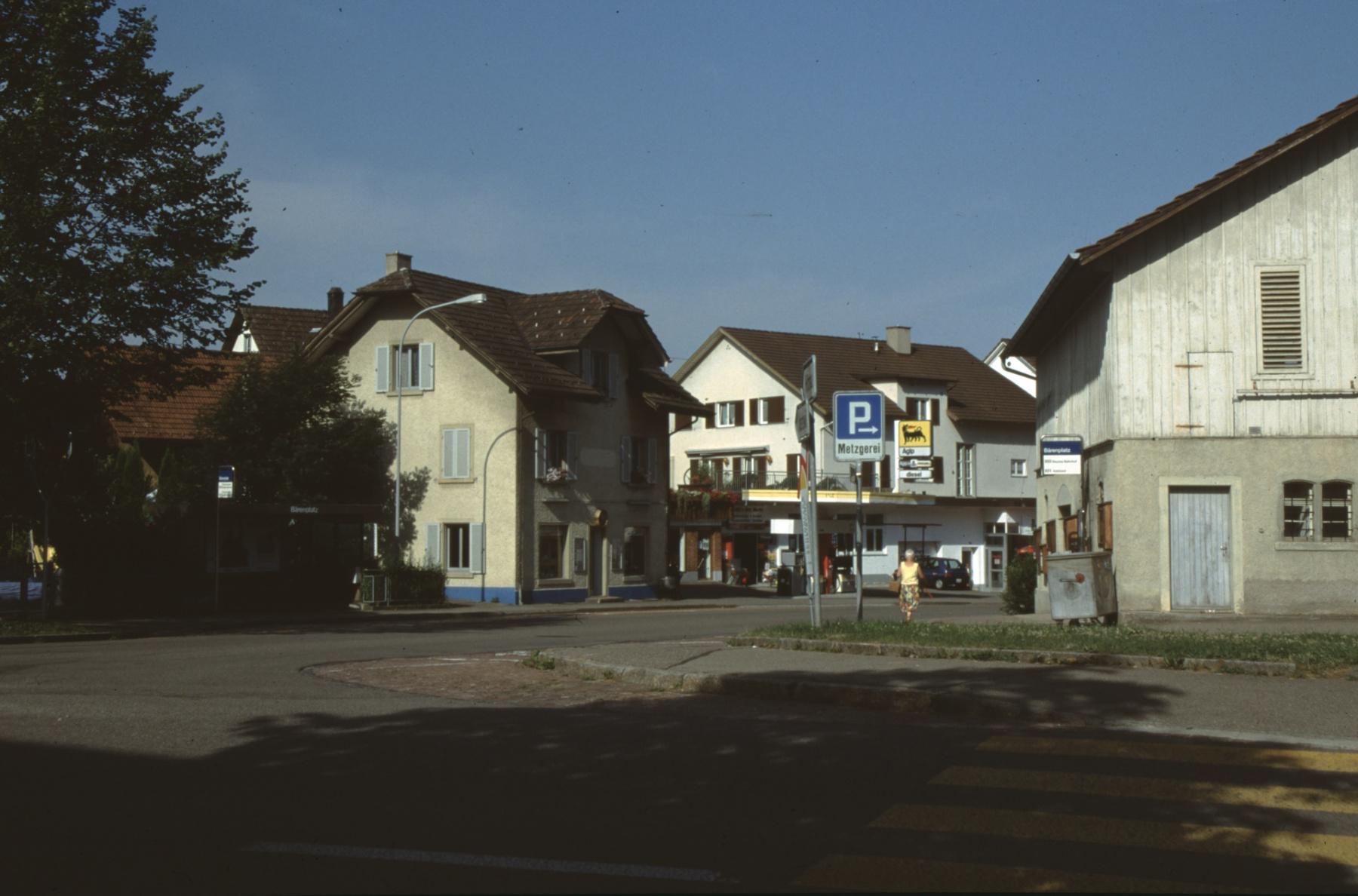 Obere Bahnhofstrasse mit Bärischür und Tankstelle imHG