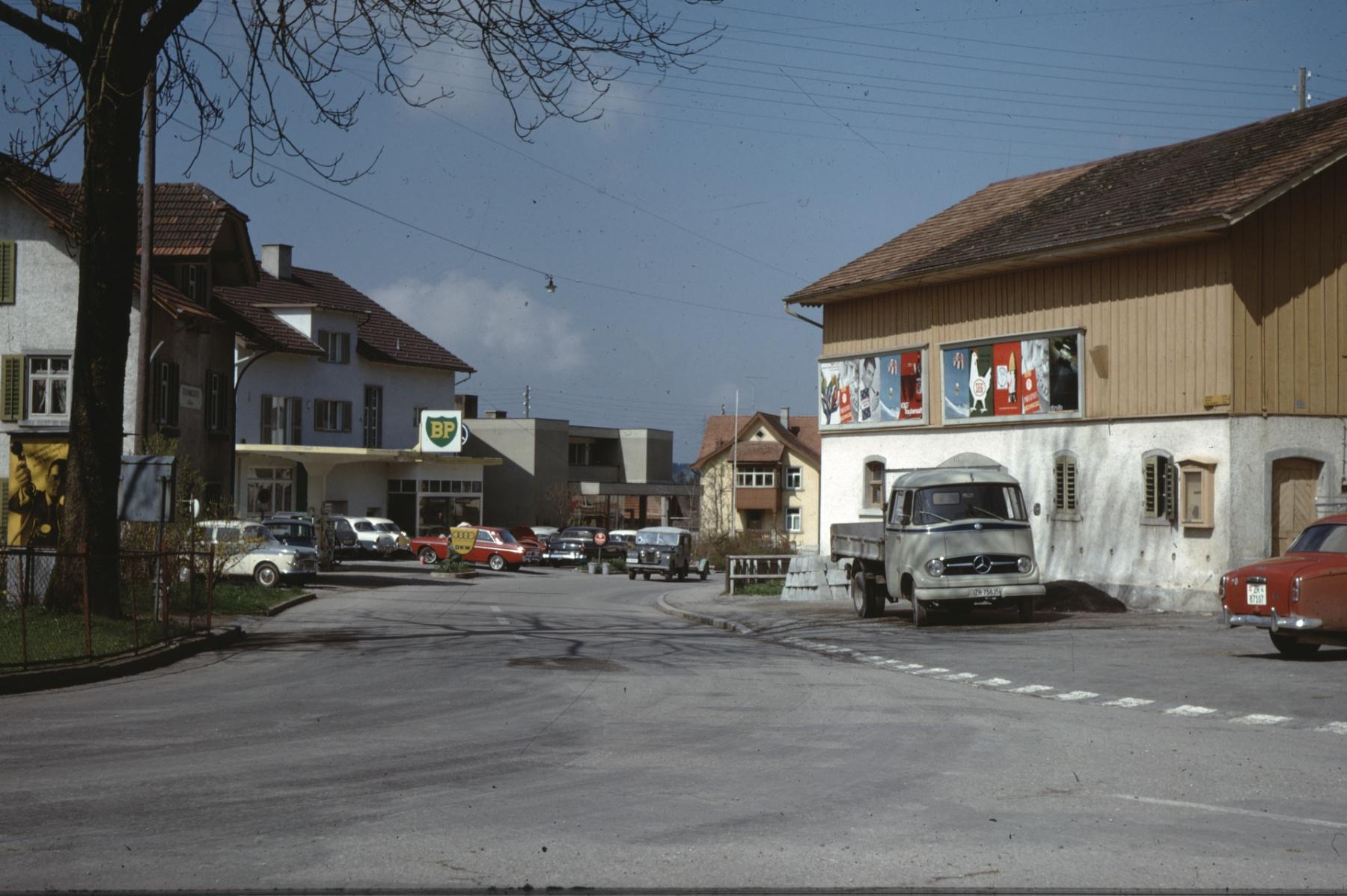 Bahnhofstrasse, Gemeindescheune, Schuhmacherei Umiker, Garage Trachsler, Coop