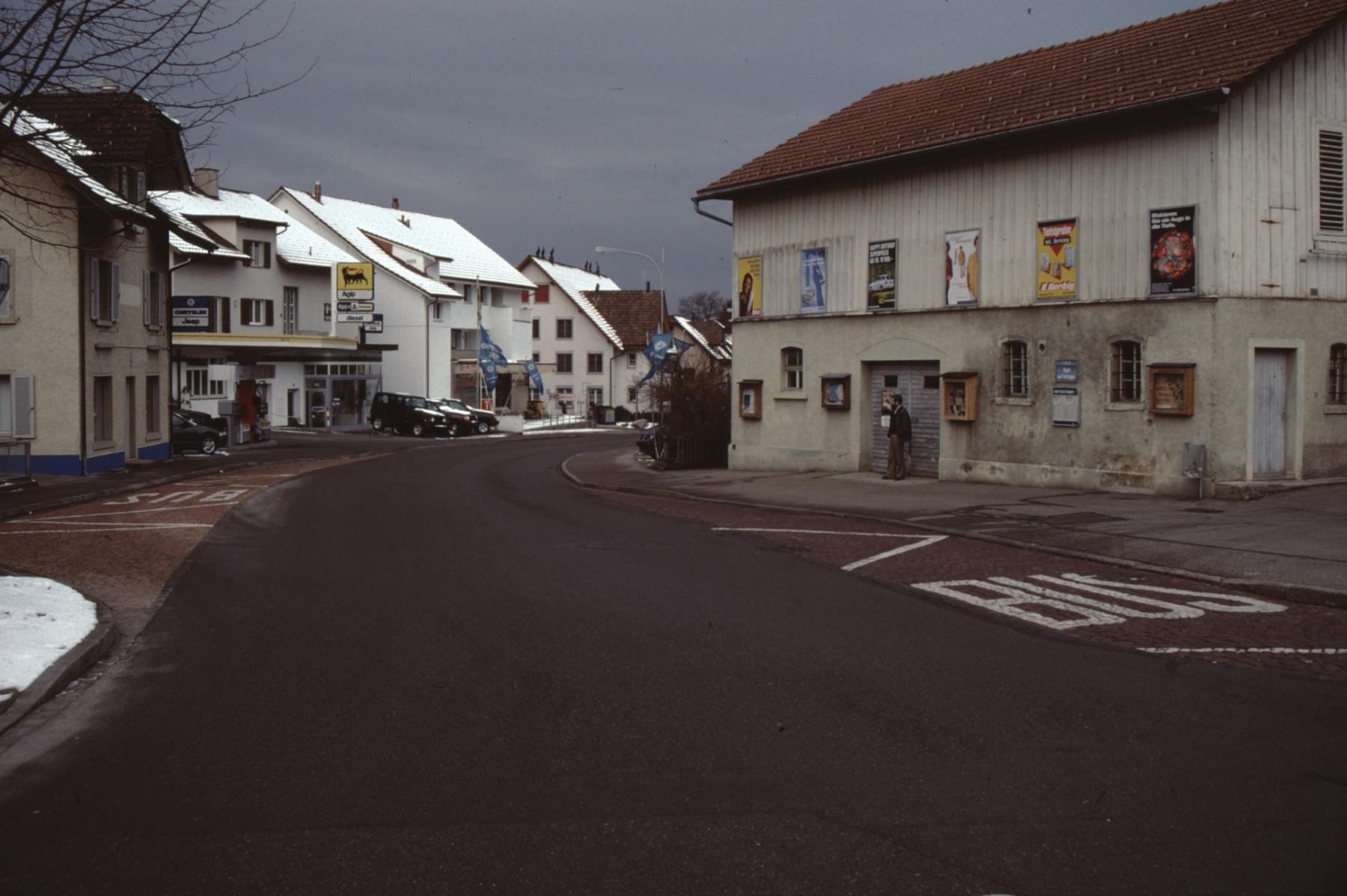 Bahnhofstrasse, Gemeindescheune, Garage Trachsler, alter Coop (Winter)