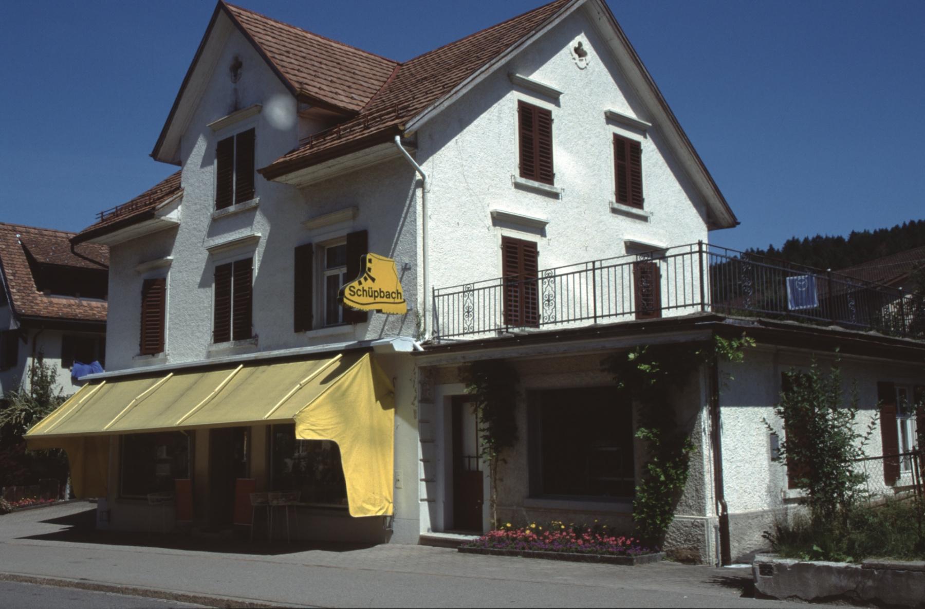 Bahnhofstr.8d, Schuhhaus Egli -> Schüpbach-Egli 1903-2003, 2006 abgebrochen zwecks Zufahrt in U-Garage.