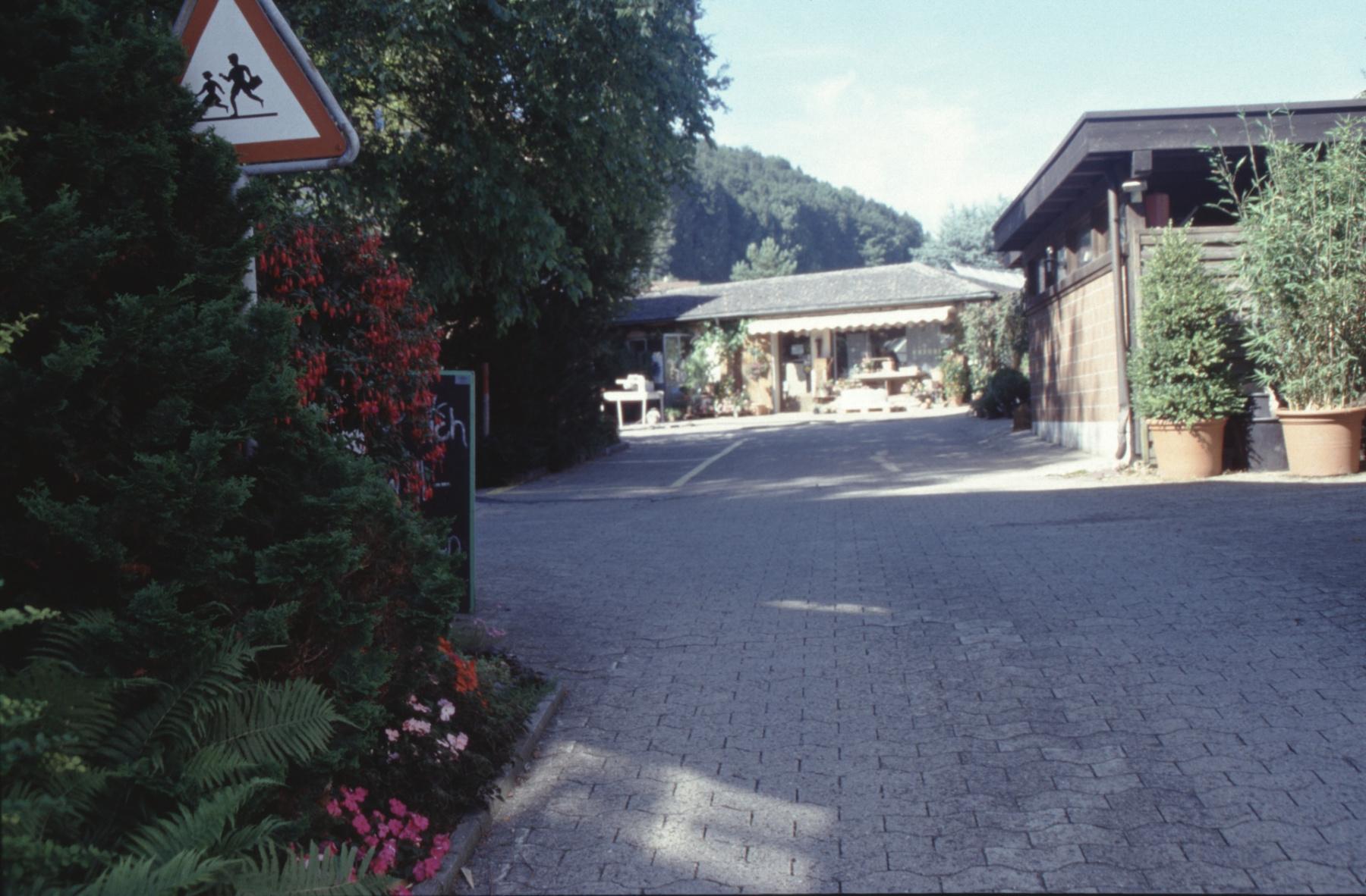 Einfahrt zur Gärtnerei Struzenegger