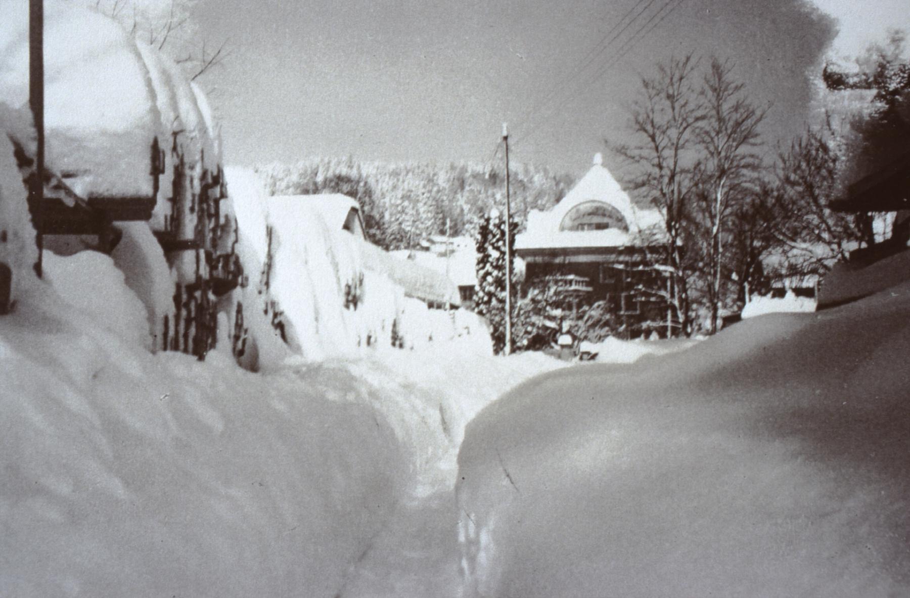 Das  'Rote Haus' im Winter