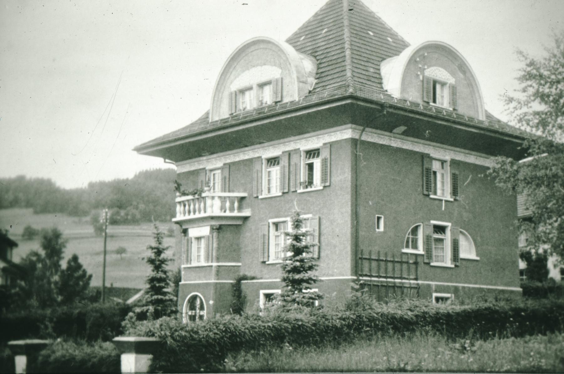 Das 'Rote Haus' an der Bahnhofstrasse