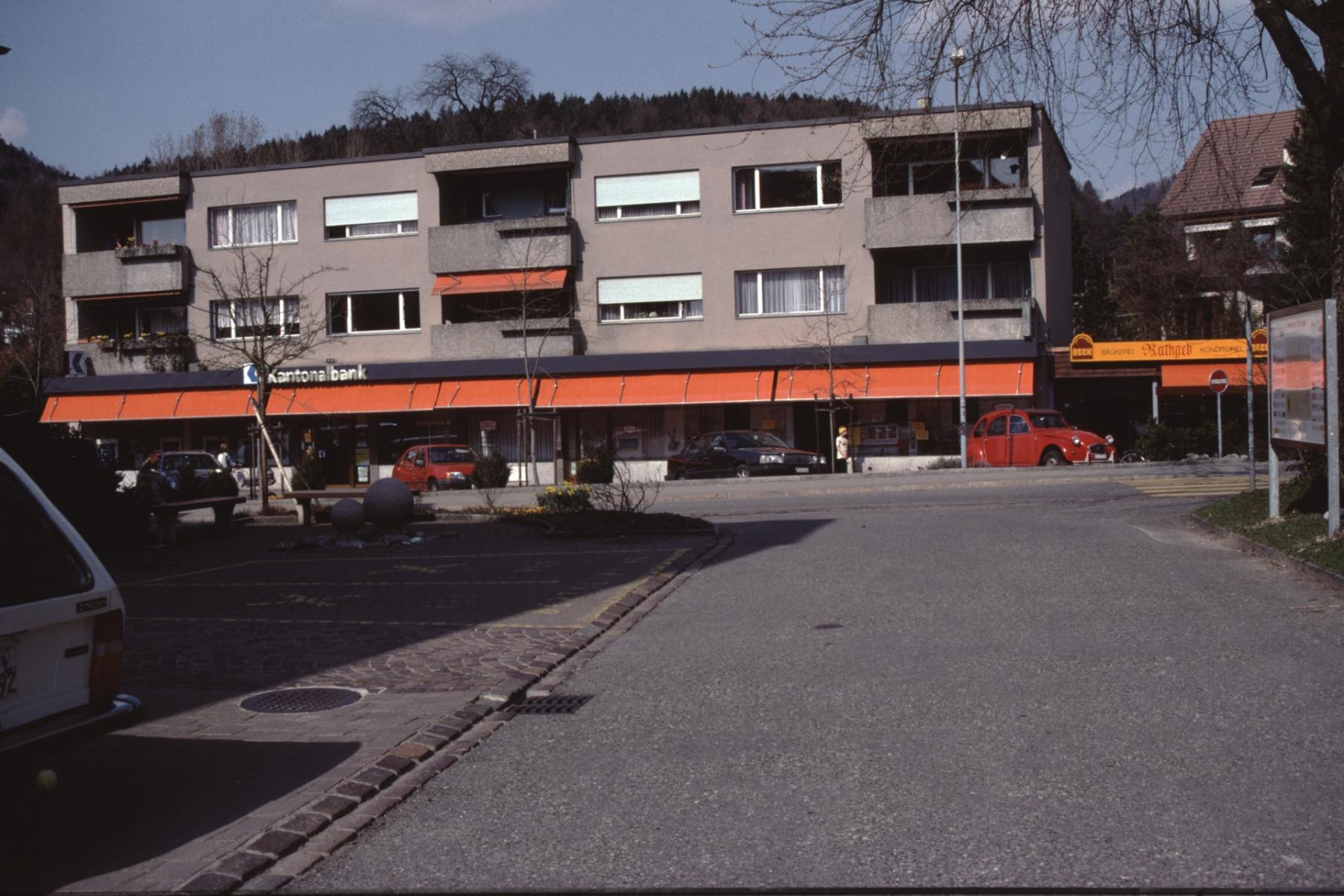 Bahnhofstr, Neue Läden im ZKB Gebäude