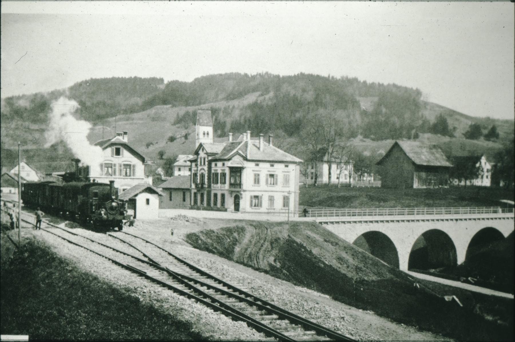 Bahnhof Bäretswil mit Bahnhofbrücke