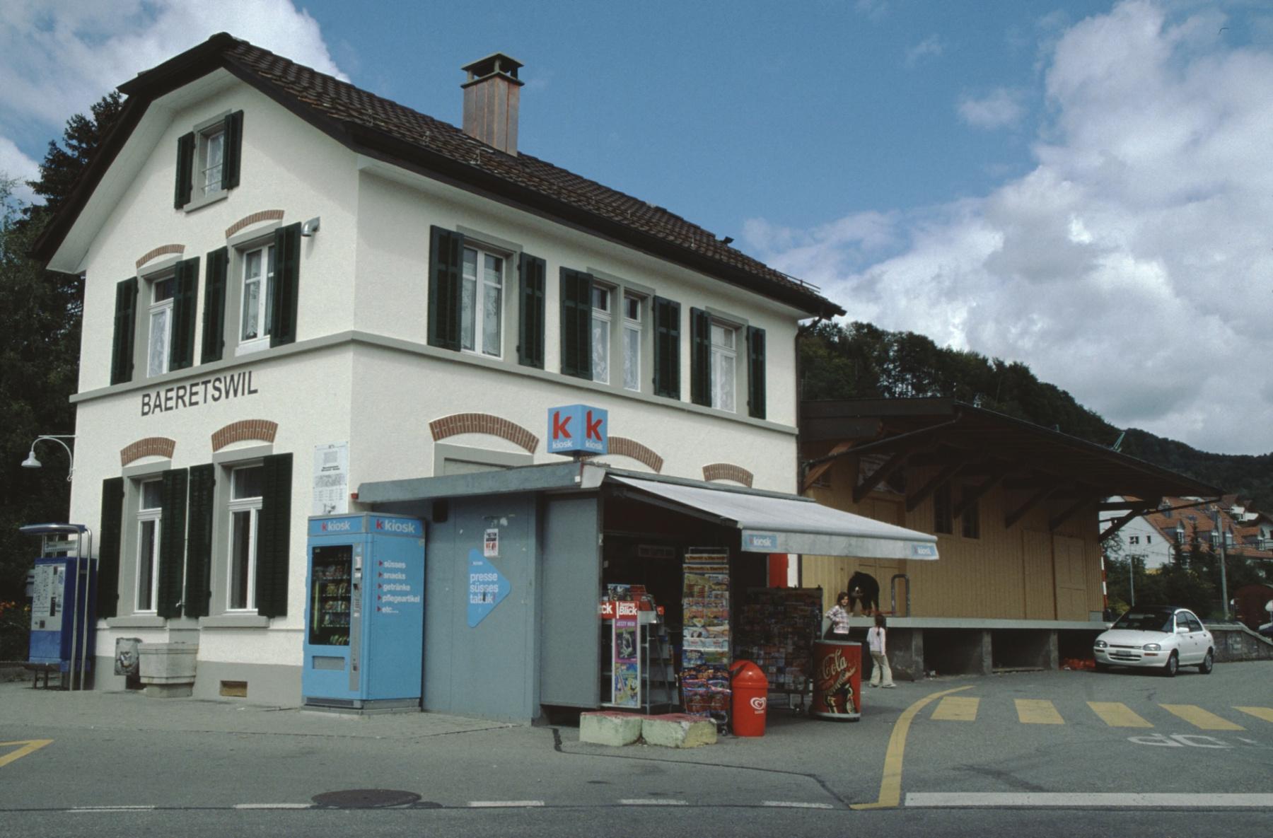 Bahnhof, frisch gestrichen