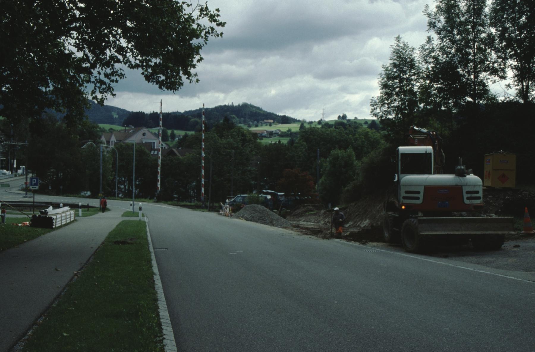 Neue Bushaltestelle aus Rtg. Adetswil