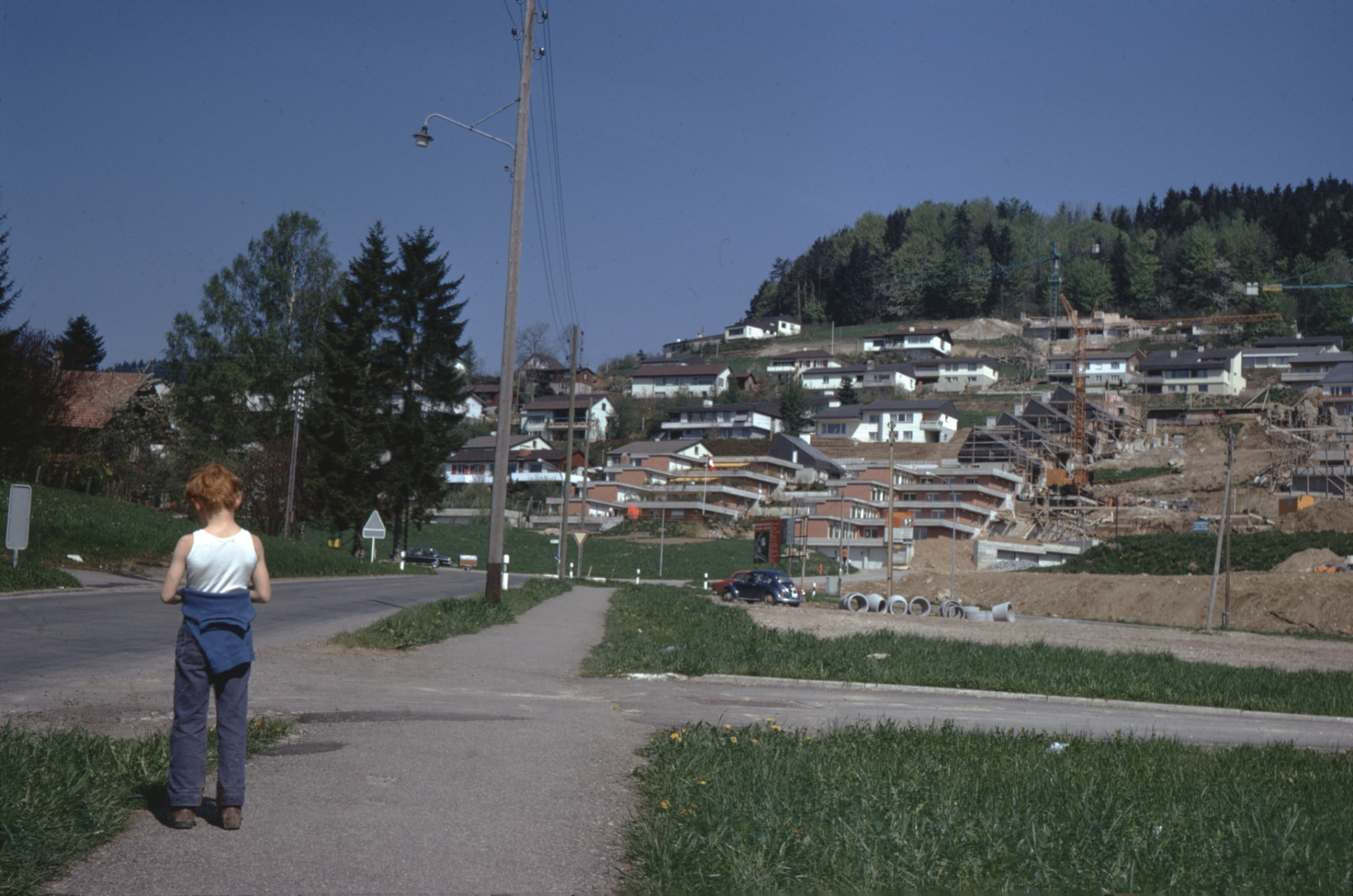 Aemet, Bahnhofstr. Bau der Terrassenhäuser (Toblerone) an der Rain- und Rigistr