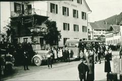 Dorfplatz + Bären