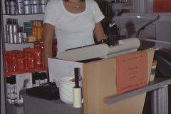 Trend Salon Frau Beatrice Stucki Besitzerin an der Kasse
