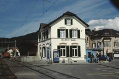 Bahnhof neu gestrichen (Anstrich ist Geschenk des Malermeisterverbandes)