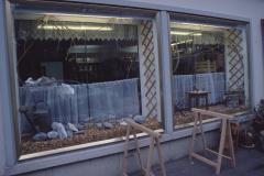 Schaufenster ,Vollwertige Wildchrüter Chuchi', Baumastr