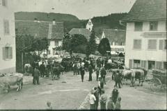 Viehmarkt auf dem Dorfplatz