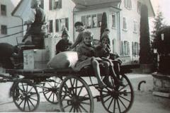 ,Kinder' auf Pferdefuhrwerk