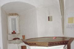 Ref. Kirche Sakristei mit Taufstein