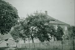 Ref. Pfarrhaus mit Bäumen