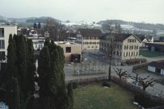 Blick vom Kirchturm. Schulhäuser, Mediothek, Alterspflege, Wohnheim
