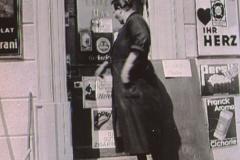 Eingang zur Handlung Frau Mina Keller-Baur