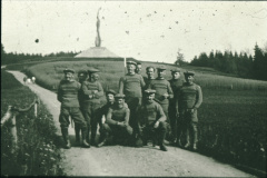 Veloclub vor dem Forch-Denkmal
