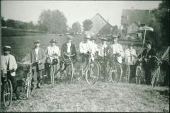 Arbeiterveloclub Bäretswil (2. von links Vater von Oski Keller)