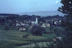 Blick auf den alten Weiler «Hütten» und das Dorf. (Der Hüttenacher wäre weiter links vom Bild)