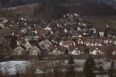 Dorf von Kirche bis Lettenhaus mit Aabach-Quartier vom Gegenhang
