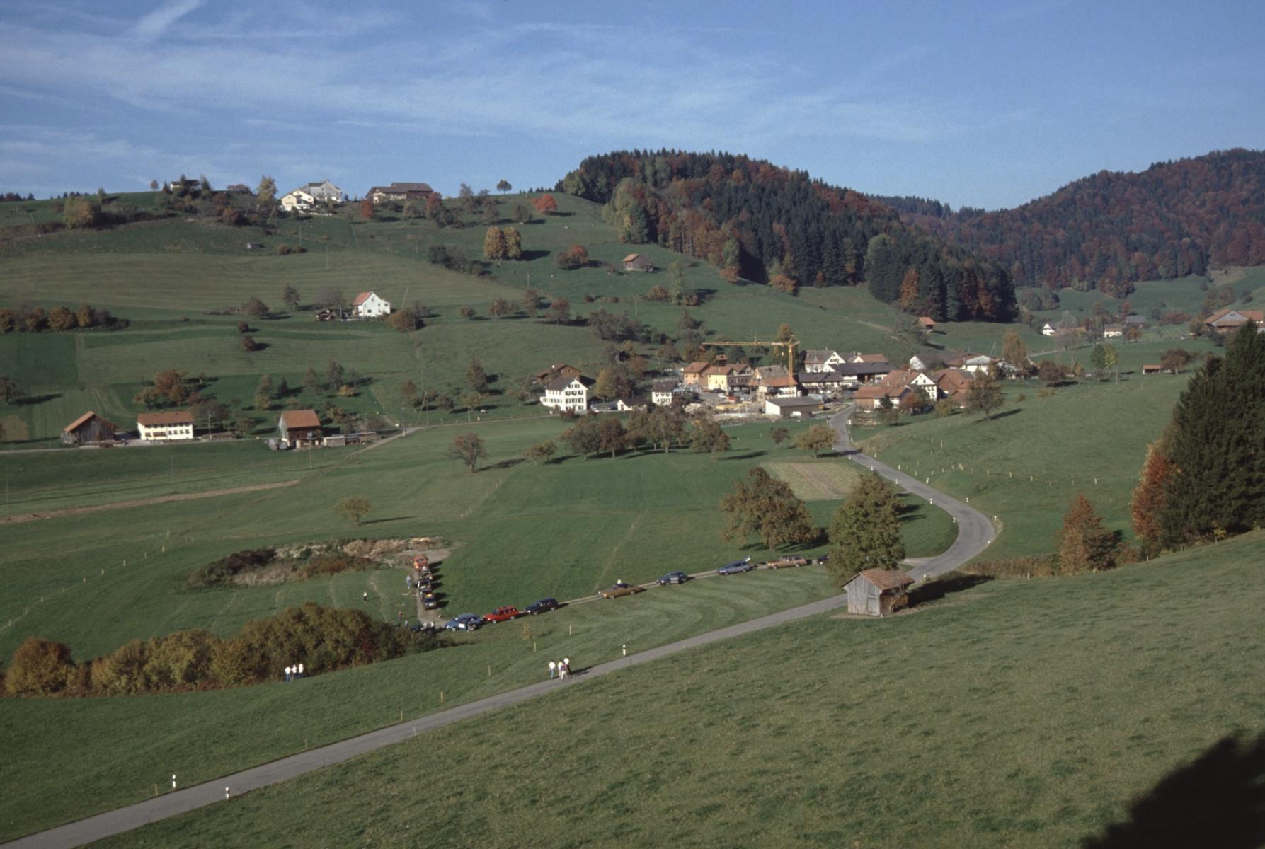Oberh. Schulhaus Maiwinkel. Rtg Bettswil - Allenberg