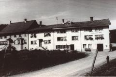 Flarz, ganz rechts Wirtschaft Berg (Walder)