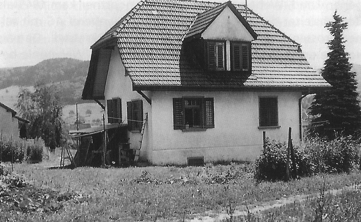 Das renovationsbedürftige Pfarrhaus vor dem Umbau