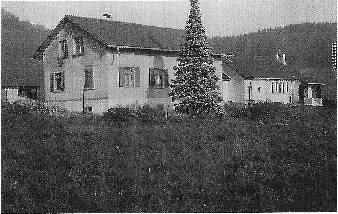 Kath. Pfarrhaus (nach Umbau von 1951) und Kapelle